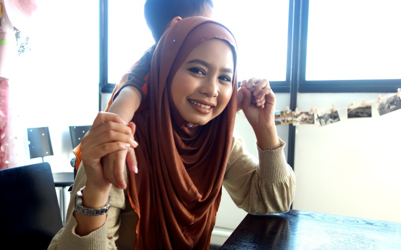 Shopkeeper Stories with Nazlin Hilal the founder of Doll Me Up Cosmetics and Boneca cosmetics make-up in Singapore small business make-up fashion enterprise