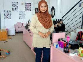 Shopkeeper Stories with Nazlin Hilal the founder of Doll Me Up Cosmetics and Boneca cosmetics make-up in Singapore