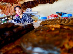 Selling dried fish and snakes at a market in Siem Reap (Cambodia) – ShopkeeperStories.com